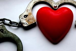 Dependência emocional se caracteriza por uma necessidade extrema de estar com alguém